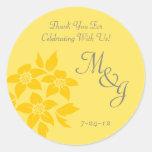 Etiquetas cones monograma florales amarillas del pegatinas redondas