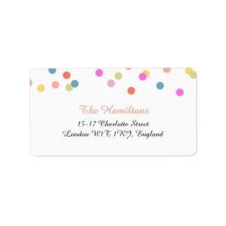 Etiquetas de dirección alegres del boda del