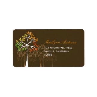 etiquetas de dirección de Brown de los árboles de