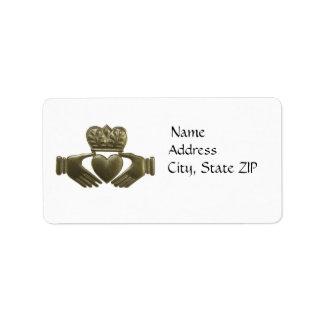 Etiquetas de dirección del claddagh del oro