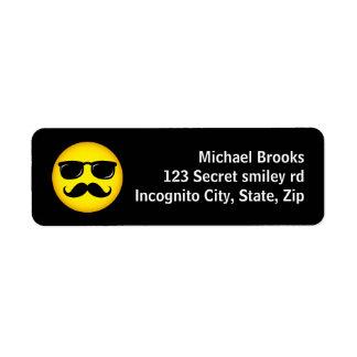 Etiquetas de dirección sonrientes del bigote amari