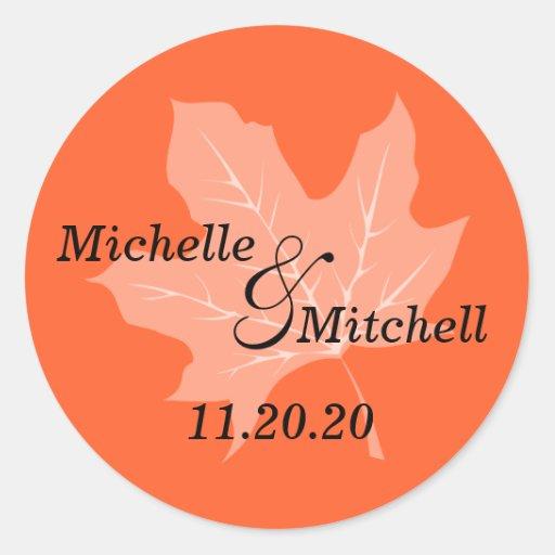 Etiquetas del boda de la hoja del otoño (naranja) pegatina redonda