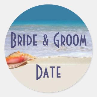 Etiquetas del boda de playa de la botella de pegatina redonda