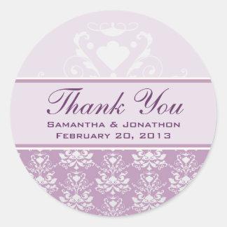 Etiquetas del boda del damasco de la violeta pegatina redonda