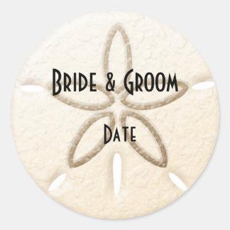 Etiquetas del boda del dólar de arena de la playa pegatina redonda