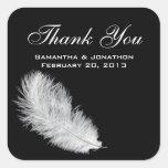Etiquetas del favor del boda del negro de la pluma colcomanias cuadradases