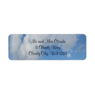 Etiquetas del remite del cielo nublado etiqueta de remite