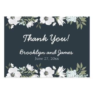 Etiquetas florales del favor del boda con las tarjetas de visita grandes
