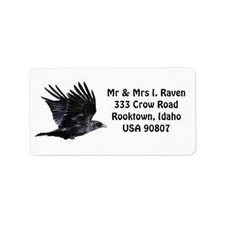 Etiquetas negras de la foto del cuervo que vuelan etiquetas de dirección