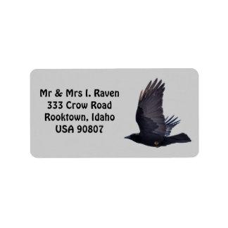Etiquetas negras de la foto del cuervo que vuelan etiqueta de dirección