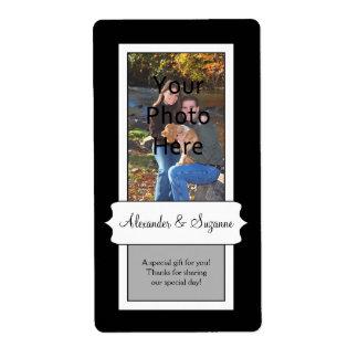 Etiquetas negras personalizadas del boda o del fav etiqueta de envío
