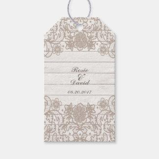 Etiquetas rústicas del regalo de madera del país y etiquetas para regalos