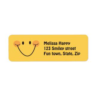 Etiquetas sonrientes amarillas felices del remite etiquetas de remite