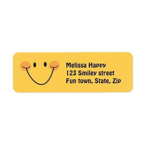 Etiquetas sonrientes amarillas felices del remite etiqueta de remite