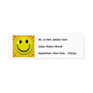 Etiquetas sonrientes soleadas de la cara etiqueta de remite