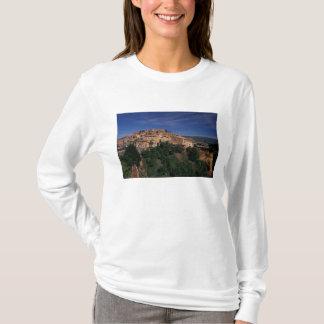 EU, France, Provence, Vaucluse, Roussillon. 4 T-Shirt