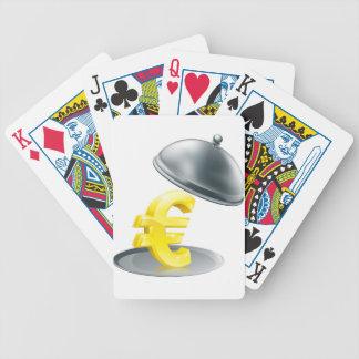 Euro en el concepto de plata del disco baraja cartas de poker