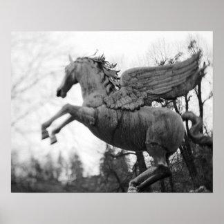 Europa, Austria, Salzburg. Estatua coa alas del ca Posters