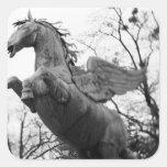 Europa, Austria, Salzburg. Estatua coa alas del Calcomania Cuadrada Personalizada