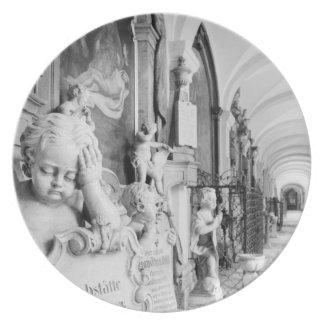 Europa, Austria, Salzburg. Querube y monumento Platos