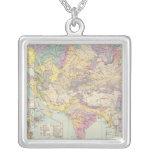 Europa de Asien u - mapa del atlas de Asia y de Eu Collar Plateado