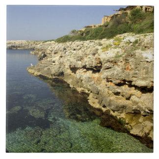 Europa, España, Minorca (aka Menorca), Binibeca. 2 Azulejo Cuadrado Grande