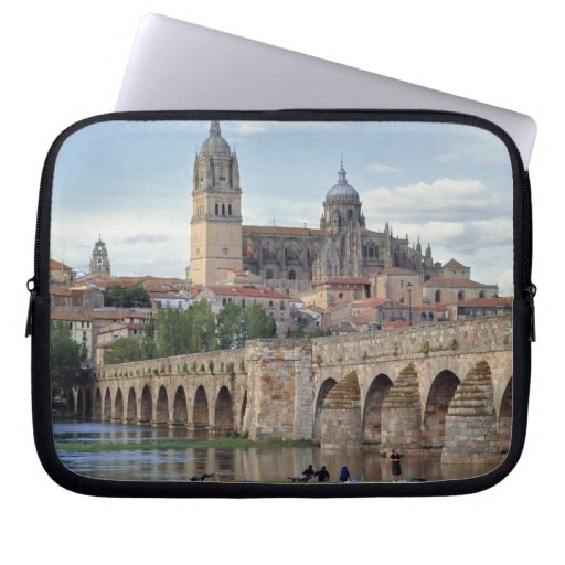 Europa, España, Salamanca. El puente romano encima Fundas Computadoras