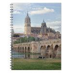Europa, España, Salamanca. El puente romano encima Libreta Espiral