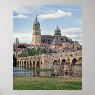 Europa, España, Salamanca. El puente romano encima Póster
