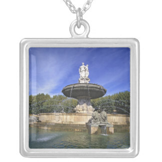 Europa, Francia, Aix-en-Provence. Fontaine de Colgante Cuadrado