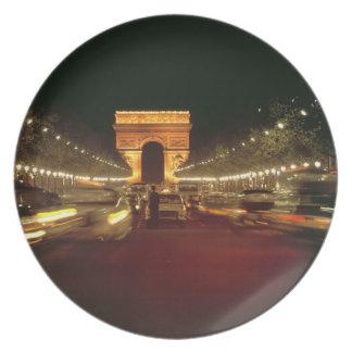 Europa, Francia, París. Precipitaciones del tráfic Platos