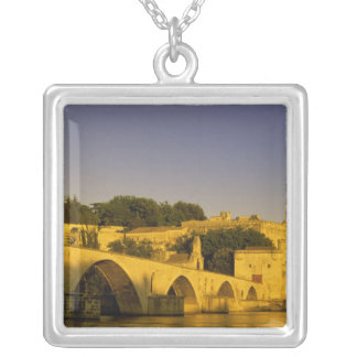 Europa, Francia, Provence, Aviñón. St de Pont, 2 Colgante Cuadrado