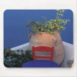Europa, Grecia, Santorini. Terraza con la opinión  Tapete De Ratón