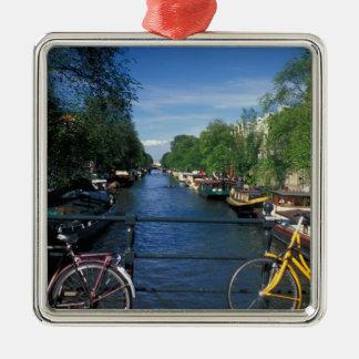 Europa, Holanda, Amsterdam, bicicleta amarilla y Ornamente De Reyes