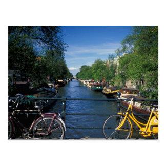 Europa, Holanda, Amsterdam, bicicleta amarilla y Postal