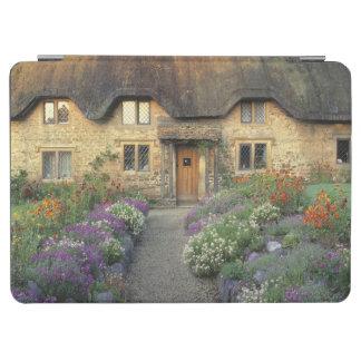 Europa, Inglaterra, Chippenham. Luz de la madrugad Cubierta De iPad Air