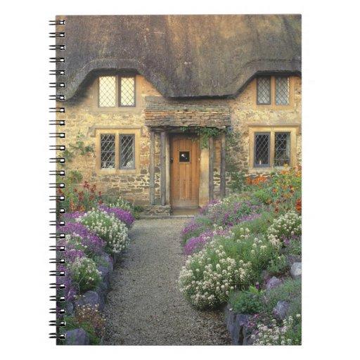 Europa, Inglaterra, Chippenham. Luz de la madrugad Spiral Notebooks