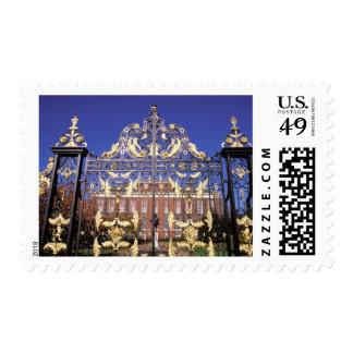 Europa, Inglaterra, Londres. Puerta dorada afuera Timbres Postales