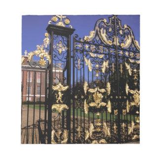 Europa, Inglaterra, Londres. Puerta dorada fuera d Libreta Para Notas