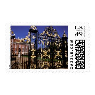 Europa, Inglaterra, Londres. Puerta dorada fuera Timbres Postales