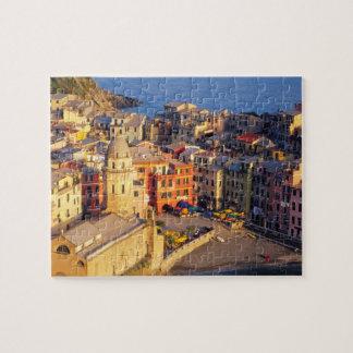 Europa, Italia, Cinque Terre. Pueblo de Vernazza Rompecabezas Con Fotos