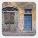 Europa, Italia, Lucca. Estas puertas viejas añaden Pegatina Cuadrada