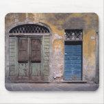 Europa, Italia, Lucca. Estas puertas viejas añaden Alfombrillas De Ratón