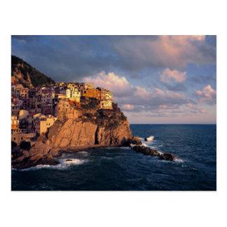 Europa, Italia, Manarola. Acantilado-nestled Postales