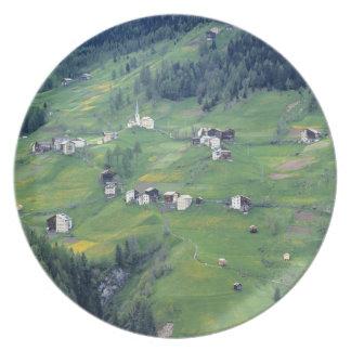 Europa, Italia, montañas de la dolomía. Este puebl Plato De Cena