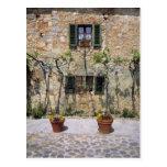 Europa, Italia, Monteriggioni. Una casa de piedra Postal