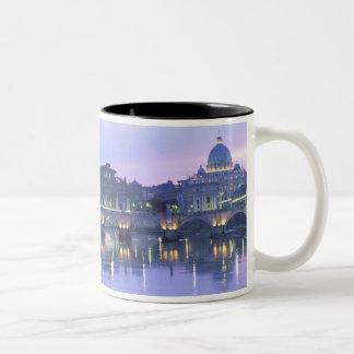 Europa, Italia, Roma, el Vatican. San Pedro y Taza De Café De Dos Colores