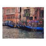 Europa, Italia, Venecia, góndolas en canal Postal