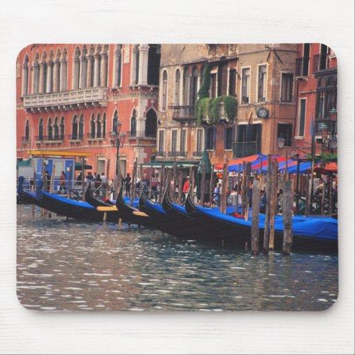 Europa, Italia, Venecia, góndolas en canal Tapete De Ratón