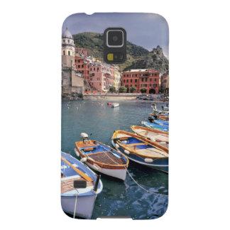 Europa, Italia, Vernazza. Barcos brillantemente pi Fundas Para Galaxy S5